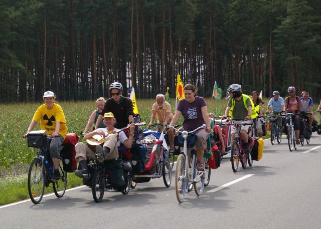 Tour de Natur 2009 radelt durch das Wendland - mit Musik und buntem Protest gegen die Atomlobby