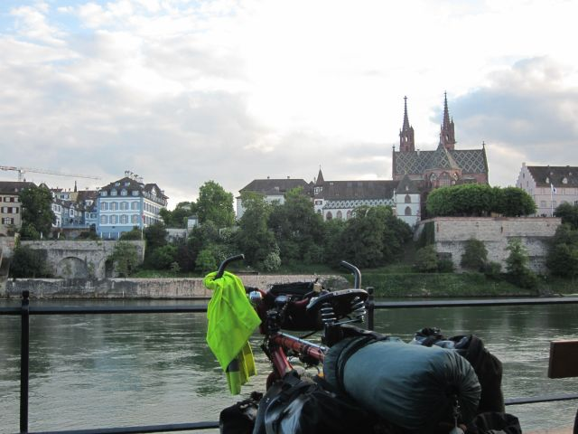 Basel, Rheinufer mit Münster