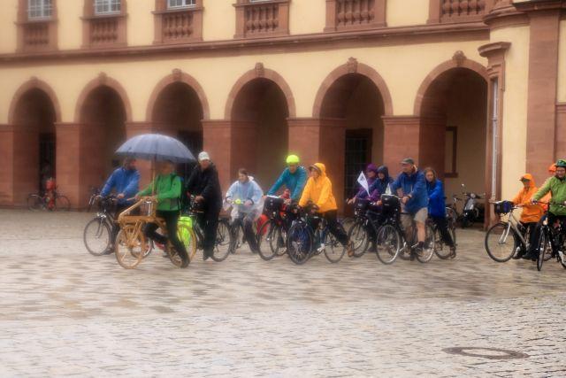 Start mit Laufmaschinen im Schlosshof Mannheim