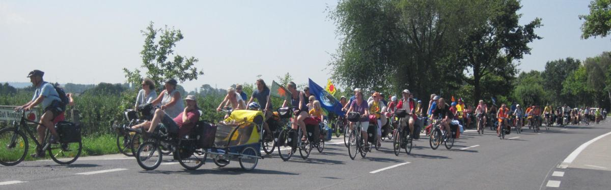 Radgruppe bei der Fahrt von vorn