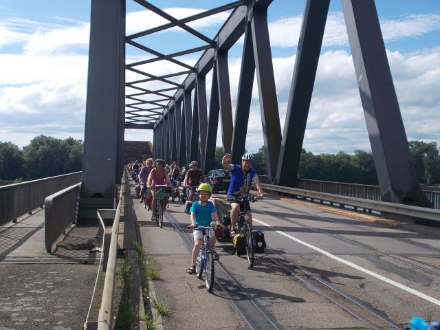 Wieder Bahnverkehr auf der Wintersdorfer Brücke